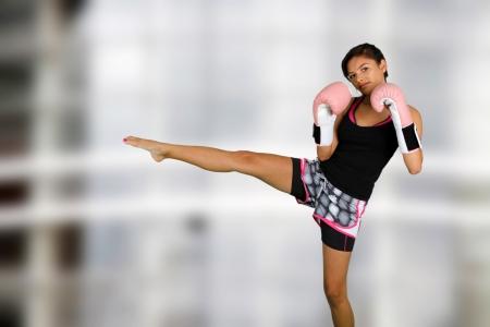 Muchacha adolescente que trabaja en el gimnasio Foto de archivo - 14449774