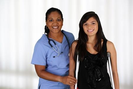 terapia de grupo: Enfermera con un paciente en el hospital