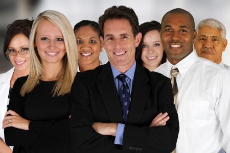 minor�a: Negocios Equipo de Mezcla de razas en la Oficina
