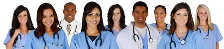 grupo de médicos: Grupo de médicos y enfermeras fija en un fondo blanco