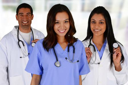 Gruppe von Ärzten und Krankenschwestern in einem Krankenhaus eingerichtet Lizenzfreie Bilder