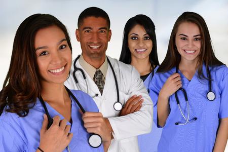 enfermeras: Grupo de m�dicos y enfermeras ambientada en un hospital Foto de archivo