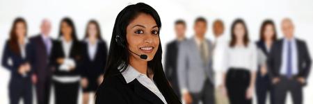 Jonge vrouw het geven van hulp als customer service medewerker