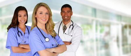 grupo de médicos: Grupo de médicos y enfermeras ambientada en un hospital Foto de archivo