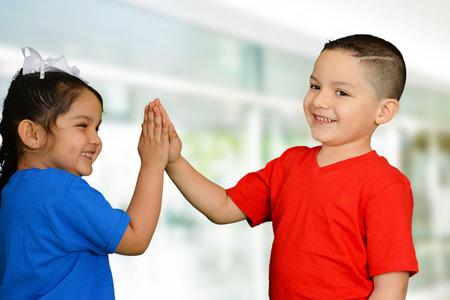 행복 소년과 소녀 재생 및 재미