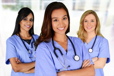 enfermeria: Grupo de enfermeras encuentra en un hospital