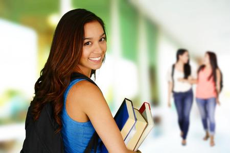 Studenten gaan naar klasse op haar college Stockfoto