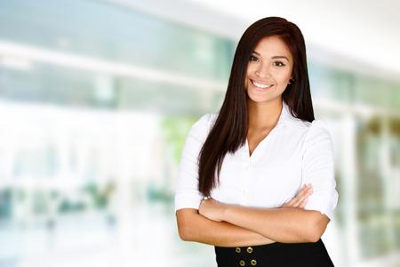 Femme d'affaires au bureau prêt à travailler Banque d'images