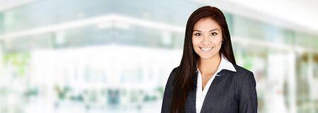 trabajo oficina: Mujer de negocios en la oficina listo para trabajar