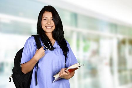 educacion fisica: Mujer que va a la escuela de enfermería