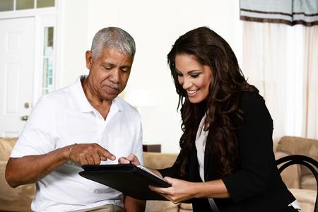 salute: Persona ha bisogno con una sessione di consulenza