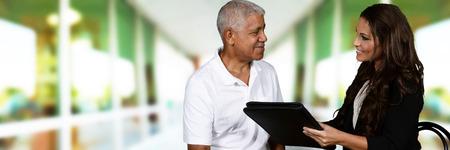 terapia psicologica: Persona en necesidad tener una sesión de asesoramiento Foto de archivo