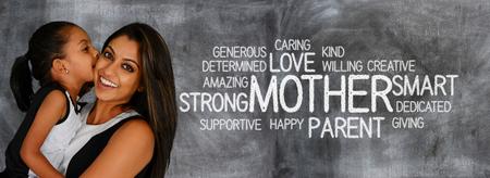 embrace family: Madre y niño que muestran que se aman