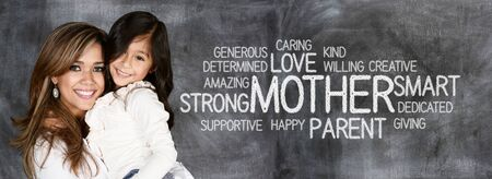 madre e hijo: Madre y niño que muestran que se aman