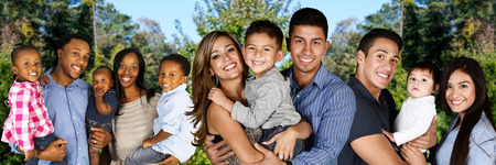 自分の子供と一緒に若い家系のグループ 写真素材 - 46959171