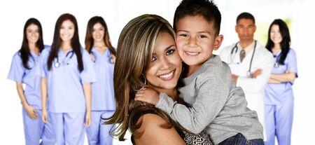 ヘルスケア: 家族の人のケアを待っている病院では 写真素材