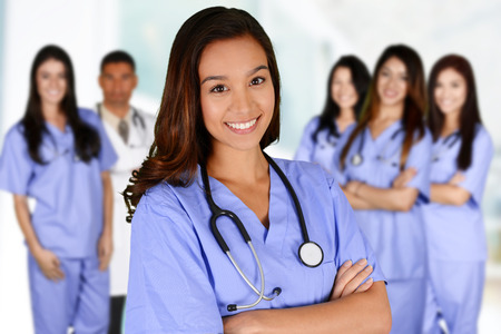 dientes sanos: Enfermera que trabaja su turno en un hospital