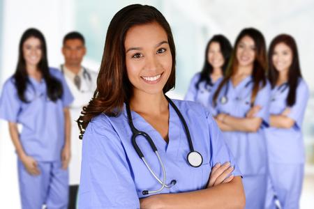 pielęgniarki: Pielęgniarka, która pracuje jej przesunięcie w szpitalu