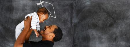Gelukkige jonge vader die met zijn zoon aan het afstuderen