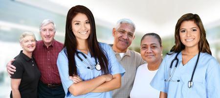 ヘルスケア: 病院で彼女のシフトを働いている看護師