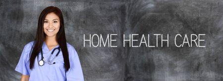 hospitales: Enfermera que trabaja su turno en un hospital