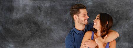 parejas enamoradas: Hombre joven y mujer que son una pareja