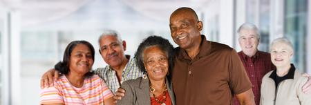 Groep oudere koppels van alle rassen Stockfoto