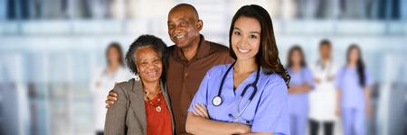 病院でのケアを取得している高齢者の患者 写真素材