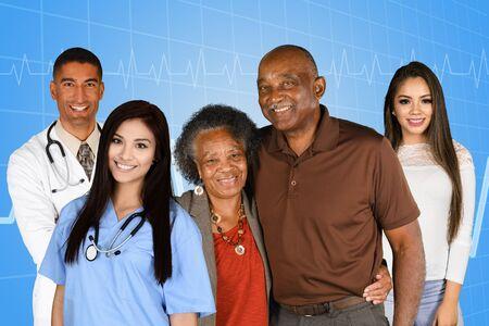 病院の患者と医療従事者のスタッフ