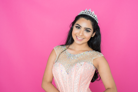Teen hispanic girl competing in a beauty pageant Banque d'images