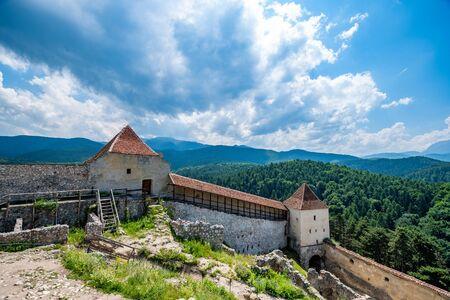 Église fortifiée de Rasnov dans la région de la Roumanie de Transylvanie