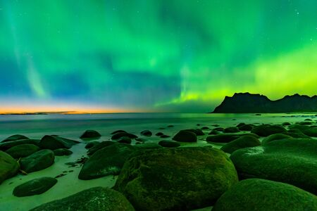 Northern lights shining in the Lofoten Islands at Uttakleiv Beach Banco de Imagens