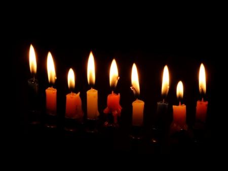 chanuka: Chanuka candles are lit