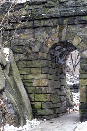 streifzug: Ramble Steinbogen ist auf der Westseite in der 77. Stra�e und wurde 1920 erbaut