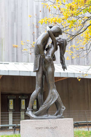 romeo juliet: Statue of Romeo and Juliet in front of the Delacorte theatre where the even Shakespeare in the Park takes place during the summer Editorial