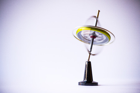 Gyroscope composed of a free rotating wheel and a spinning axis, uses Earths gravity to determine orientation Imagens
