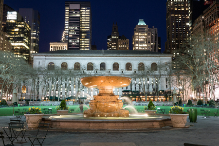 Bryant Park is located in Manhattan (NYC) between 5th and 6th avenue and 42nd street Stock Photo