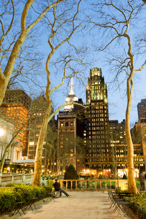 42nd: Bryant Park is located in Manhattan (NYC) between 5th and 6th avenue and 42nd street Stock Photo