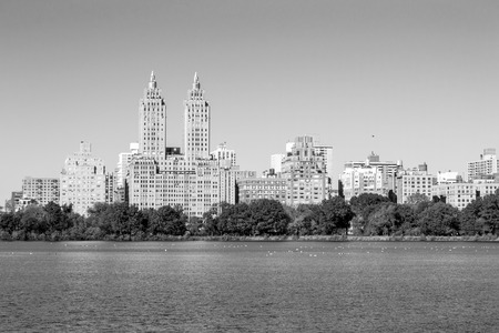 The views from the Jackie Kennedy Onassis reservoir is one of the main atractions of Central Park 版權商用圖片