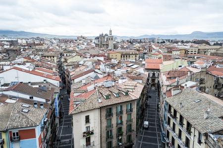 El campanario de la catedral de Pamplonas ofrece fantásticas vistas del casco antiguo Foto de archivo - 72561596