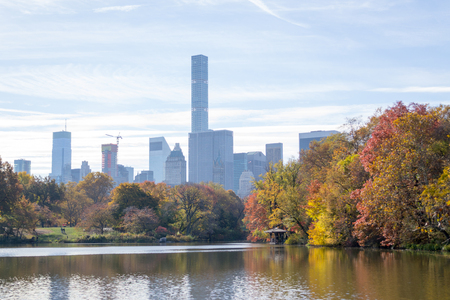 Midtown skyline can be seen from many places in Central Park and its view is iconic. 版權商用圖片