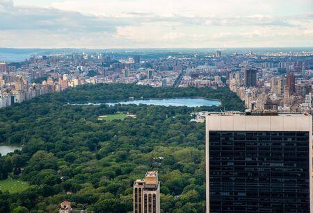 Central Park y North Manhattan vistos desde lo alto del Rockefeller Center (Nueva York, EE. UU.) Foto de archivo