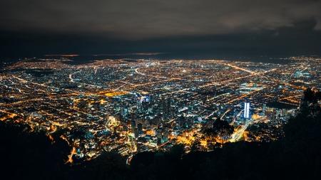 Skyline von Bogotas bei Nacht