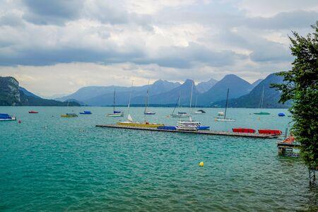 Panorama of the charming Lake Wolfgangsee, Austria. 스톡 콘텐츠