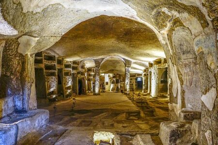 A panoramic view of the catacombs of San Gennaro, Naples, Italy. 免版税图像 - 132485512