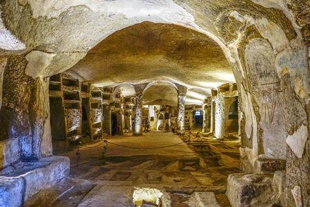 Una vista panoramica delle catacombe di San Gennaro, Napoli, Italia.
