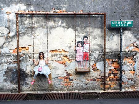 personas en la calle: Calle famoso mural del arte en Georgetown, Penang, Malasia