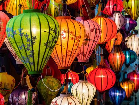 Traditionele lampen in de oude binnenstad van Hoi An, Centraal-Vietnam.