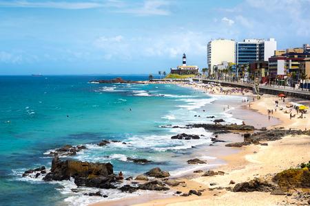 バーハ ビーチ、サルバドール、バイーア州、ブラジルの有名な Farol ダ バーハ (バーラ灯台)
