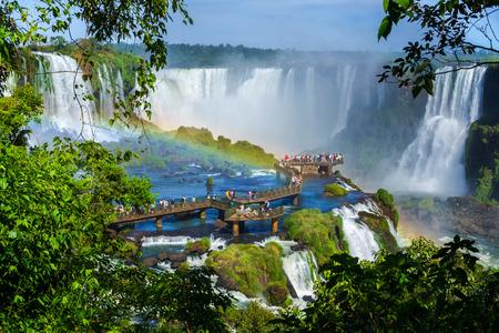 Tourists at Iguazu Falls, on the border of Argentina, Brazil, and Paraguay. Foto de archivo